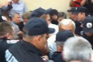 Милиция просит депутатов быть образцом для общества