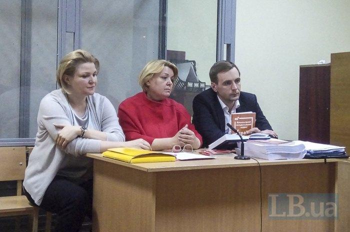 Мария Прындюк (в центре)
