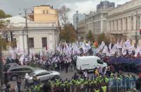 Біля Ради сталося зіткнення між учасниками акції SaveФОП та поліцією