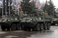Американские и британские военные провели парад в 300 метрах от границы РФ