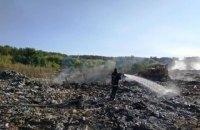 На Житомирщині горить сміттєзвалище, вогонь може перекинутись на ліс