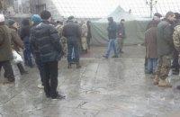 """Комунальники розбирають """"третій майдан"""" у центрі Києва"""