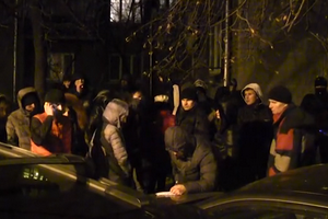 "Участники ""антимайдана"" требовали денег под офисом ПР"