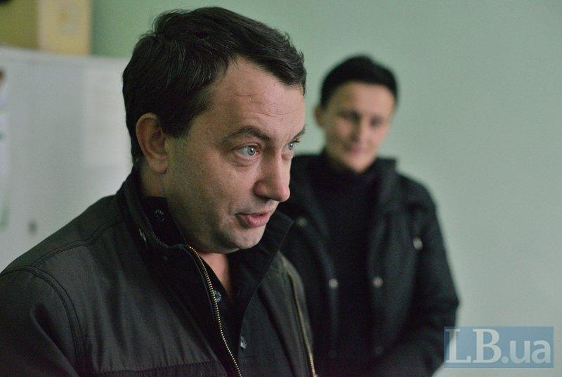 Віктор Беліловець з задоволенням пояснює і нам, і пацієнтам, як працює чудо техніки - новий кардіограф