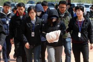 Екіпаж затонулого в Південній Кореї порома: нам наказали покинути потопаюче судно
