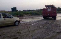 На пляжі Азовського моря через негоду у піску загрузли 20 автівок