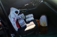 У Запоріжжі двох чиновників затримали під час отримання 0,7 млн гривень хабара