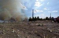 У Києві пожежа зі сміттєзвалища перекинулася на торф'яники (оновлено)
