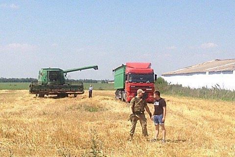 У Миколаївській області озброєні люди прийшли косити пшеницю на чуже поле