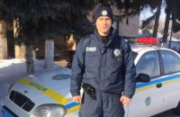 Полицейский в Черниговской области поймал дачного вора, пробежав за ним 5 км босиком по снегу