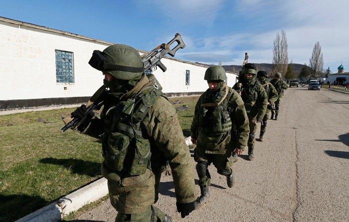 *Зеленые человечки* в селе Перевальное под Симферополем, 17 марта 2014.