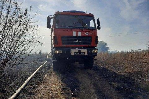 В Луганской области продолжается тушение трех очагов пожаров в двух районах