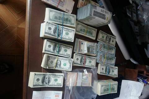 У будинку екс-голови київської податкової знайшли $1 млн, €250 тис. і 2 кг золота