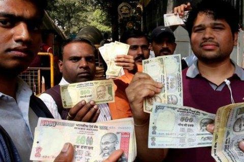 Жителі Індії спустошили банкомати через скасування великих купюр