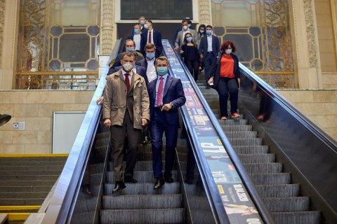 """""""Укрзализныця"""" пообещала """"поставить точку"""" в вопросе замены эскалаторов на Центральном вокзале"""