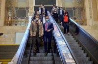 """""""Укрзалізниця"""" пообіцяла """"поставити крапку"""" в питанні заміни ескалаторів на Центральному вокзалі"""