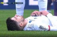 В чемпионате Франции футболист потерял сознание на поле во время матча