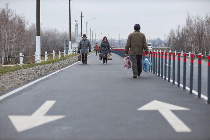 Восстановленный мост в Станице Луганской