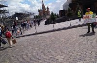 """В Москве около мавзолея Ленина задержали пикетчика с плакатом """"Проснись, у нас снова есть царь"""""""