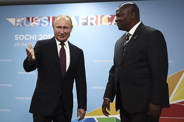 Владимир Путин и президент ЦАР Фостен-Арканж Таудера во время саммита, 23 октября 2019