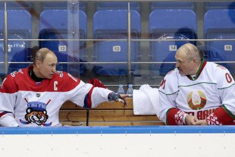 Поворота на Запад не будет. Лукашенко остается один на один с Путиным