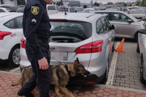 """Волна """"заминирований"""" сегодня накрыла Одессу: проверяют аэропорт, вокзалы и 4 отеля"""