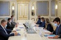 Зеленський обговорив з очільником Червоного Хреста звільнення полонених та розмінування на Донбасі