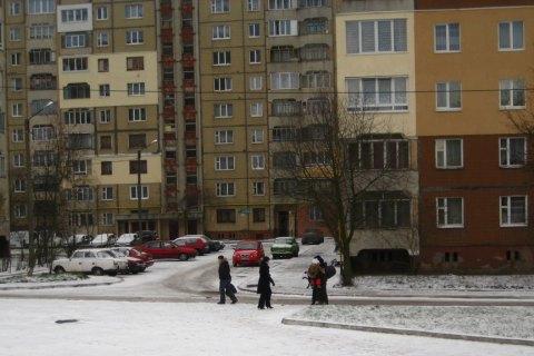 У Львові 38-річний п'яний чоловік стріляв по перехожих з багатоповерхівки