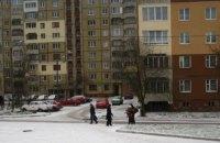 Во Львове 38-летний пьяный мужчина стрелял по прохожим с многоэтажки