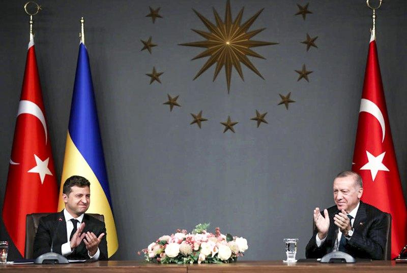 Президент Украины Владимир Зеленский и президент Турции Реджеп Тайип Эрдоган во время встречи в Стамбуле, 16 октября 2020 .