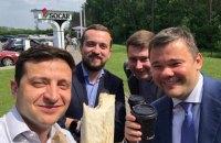 """Зеленський порекомендував чиновникам їсти шаурму, щоб не """"забронзовіти"""""""