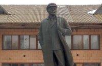 В Николаевской области активисты нашли памятник Ленину в кепке