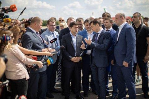 Зеленский пообещал деньги на реконструкцию аэропорта в Днепре