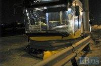 В Киеве автобус с 30 пассажирами протаранил отбойник и едва не слетел с обрыва