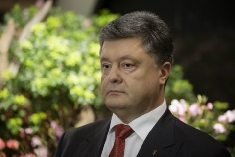 Порошенко перенес визит в Британию из-за ситуации вокруг избрания Генпрокурора