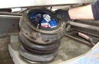 У контрабандистів 660 пачок цигарок конфіскували дві вантажівки й іномарку