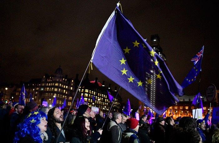 Сторонники брексита митингуют под зданием парламента в Лондоне, 15 января 2019.