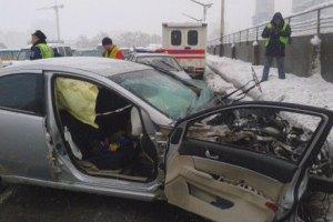 ДТП із 4 автомобілями паралізувало рух через міст Метро в Києві