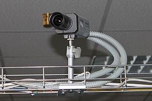 Охороняти відеокамери у виборчкомах доручили шкільним охоронцям