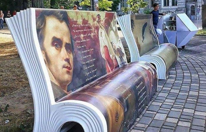 Лавки у парку ім. Шевченка в Одесі