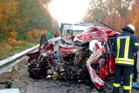 В лобовом столкновении под Киевом погибли три человека