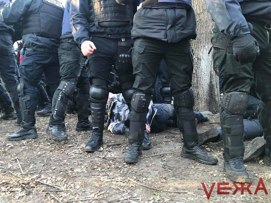 """Полиция на охраняет митинг сторонников Порошенко от """"Нацдружин"""""""