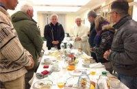Папа Франциск у день 80-річчя поснідав з бездомними