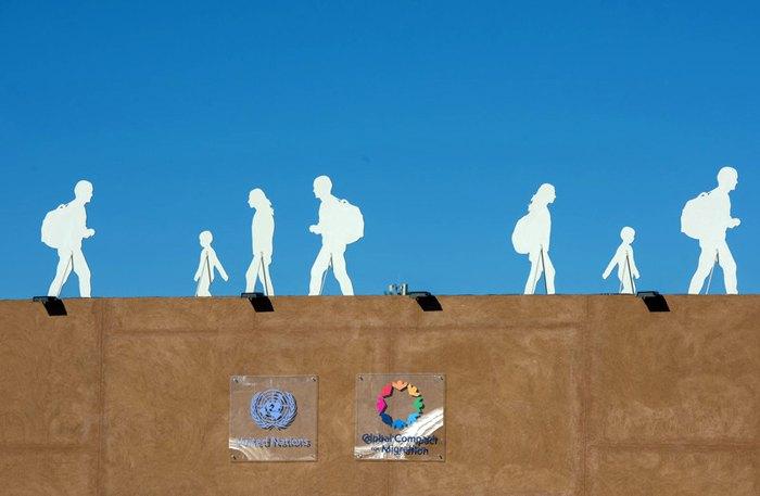 Інсталяція над будівлею ООН, де проводилася Міжурядова конференції по Глобального договору з міграції в Марракеші, Марокко 10 грудня 2018.