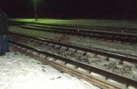 В Ровенской области женщина погибла под поездом, на который спешила