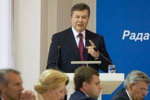 """Янукович обещает """"сделать все"""" для свободы прессы"""