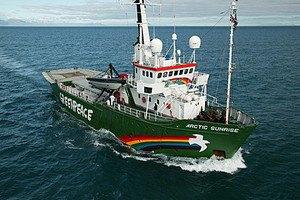 Экипажу Arctic Sunrise смягчили обвинение