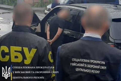 На Вінниччині затримали чоловіка, який намагався підкупити офіцера СБУ