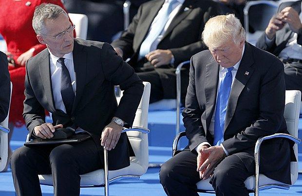 Дональд Трамп и генсек НАТО Йенс Столтенберг во время саммита НАТО в Брюсселе, 25 мая 2017