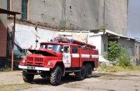 В Вознесенске пятые сутки тушат пожар на заброшенном мясокомбинате